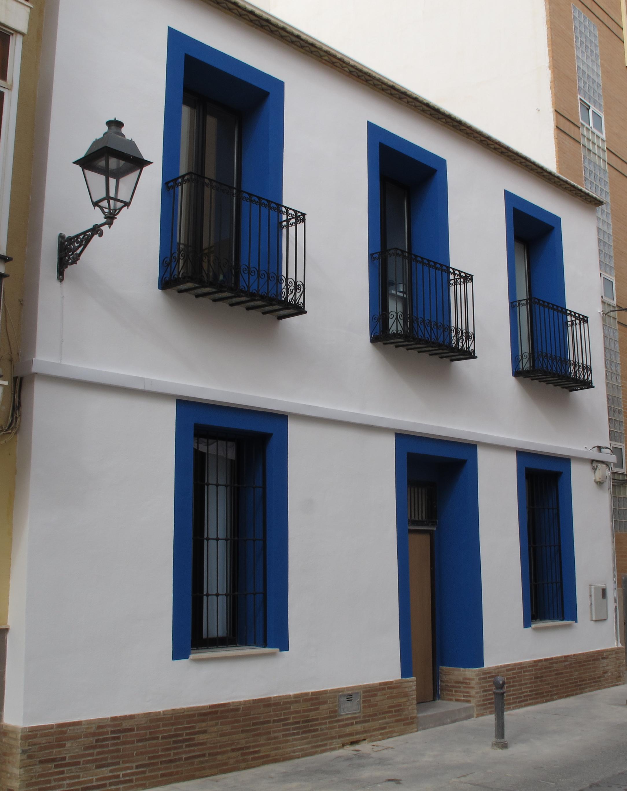 Rehabilitaci n de fachada en el barrio hist rico del rabal for Zocalo fachada exterior